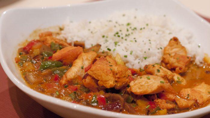Restaurante s'Angel pollo salsa coco curry rojo